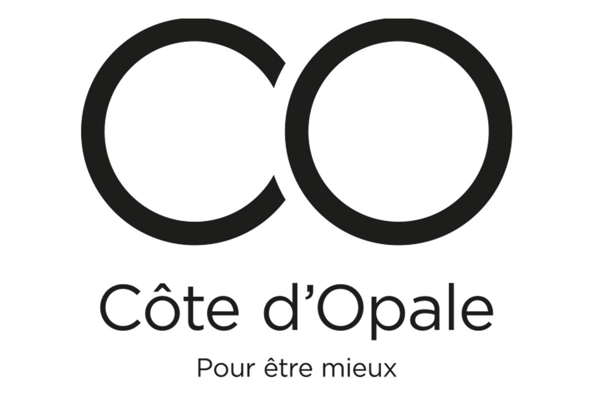 La marque se décline en trois compositions : le logo, une composition en toutes lettres, la signature de la marque. Le C et le O s'emboîtent pour imiter le signe « infini », symbole d'éternité, d'équilibre, de renouvellement et d'innovations.